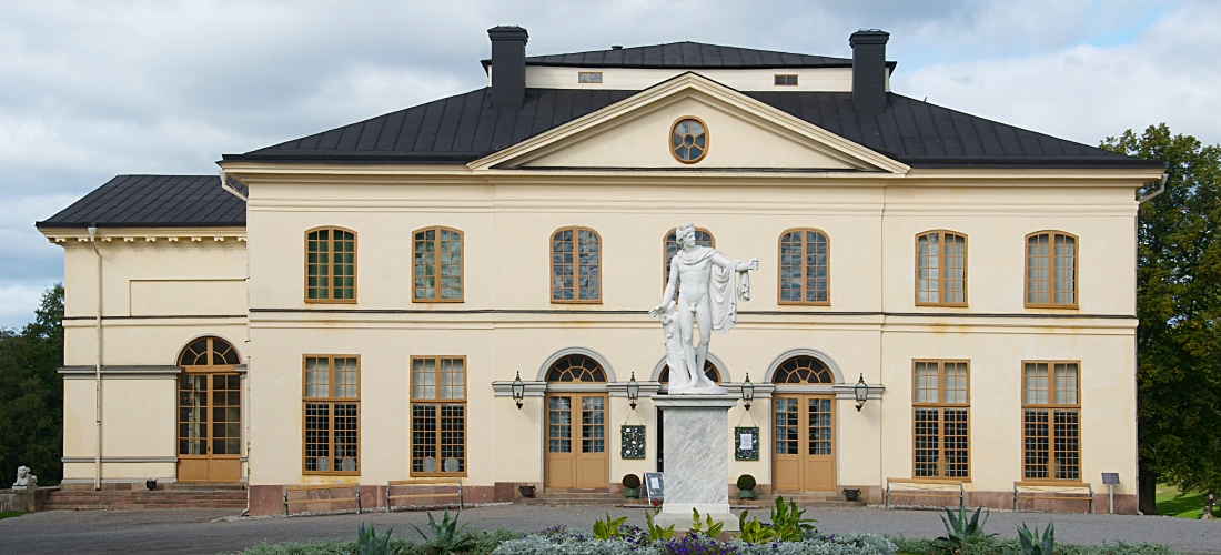 Drottningholm_Palace_Theatre_September_2011